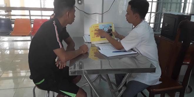 Nhân viên điểm sốt rét và Cán bộ trạm y tế truyền thông tại cộng đồng