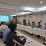 Đội thực thi cùng Cố vấn dự án thảo luận